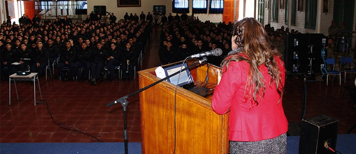 Exitosa Charla de Educación Financiera realiza Somnaval en la Escuela de Grumetes de la Isla Quiriquina.